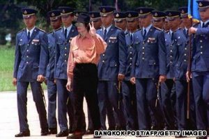 "BANGKOK, THAILAND - AUGUST 29: Pop star Michael Jackson flashes a victory sign as he marches with Thai Air Force cadets 28 August 1993 before departing for Singapore. Jackson is due to give concerts 29 and 30 August in Singapore as he continues the Asian portion of his ""Dangerous"" world tour. (Photo credit should read BANGKOK POST/AFP/Getty Images)"
