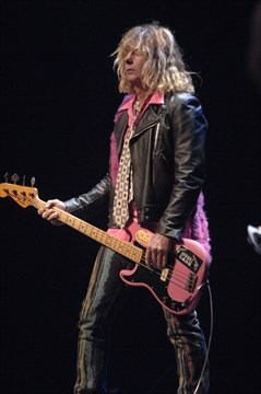 Steve Mahon the bassist of Teenage Head playing live